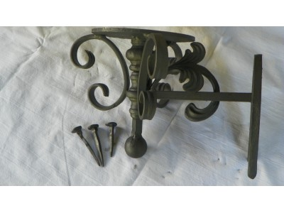 Kovaný držák podkova
