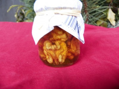 Vlašské ořechy v akátovém medu.70gr.