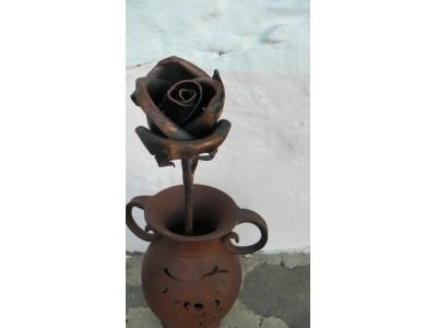 Růže kovaná,patinovaná.