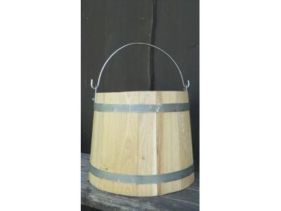 dřevěné vědro-okov