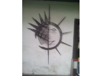 Kované slunce na zeď